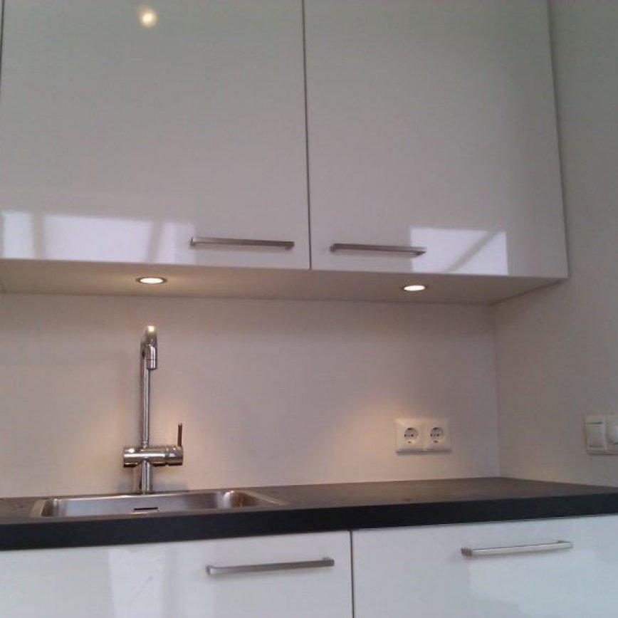 Design keuken hoogglans wit projecten knipping keukens - Designer keuken ...